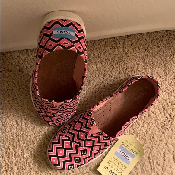 Toms Other - TOMS youth size 5.5 or cold be a women's 5.5 too!!
